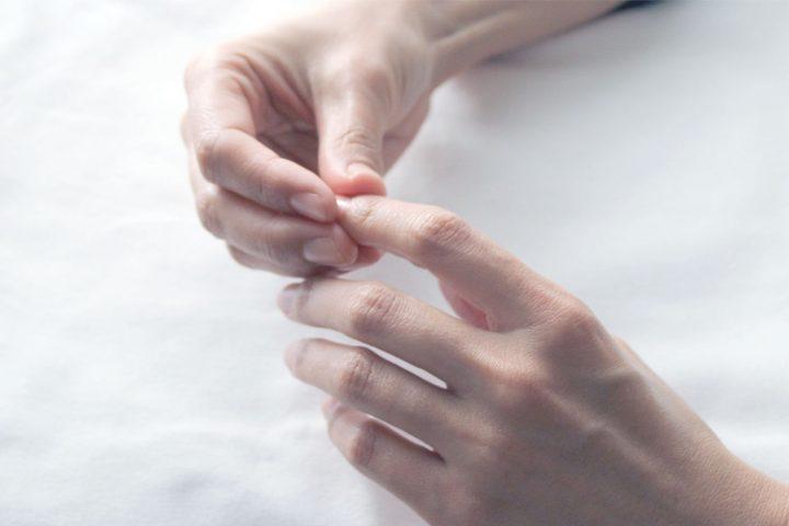 ニキビ、爪、唇に  ひまし油のピンポイント活用術
